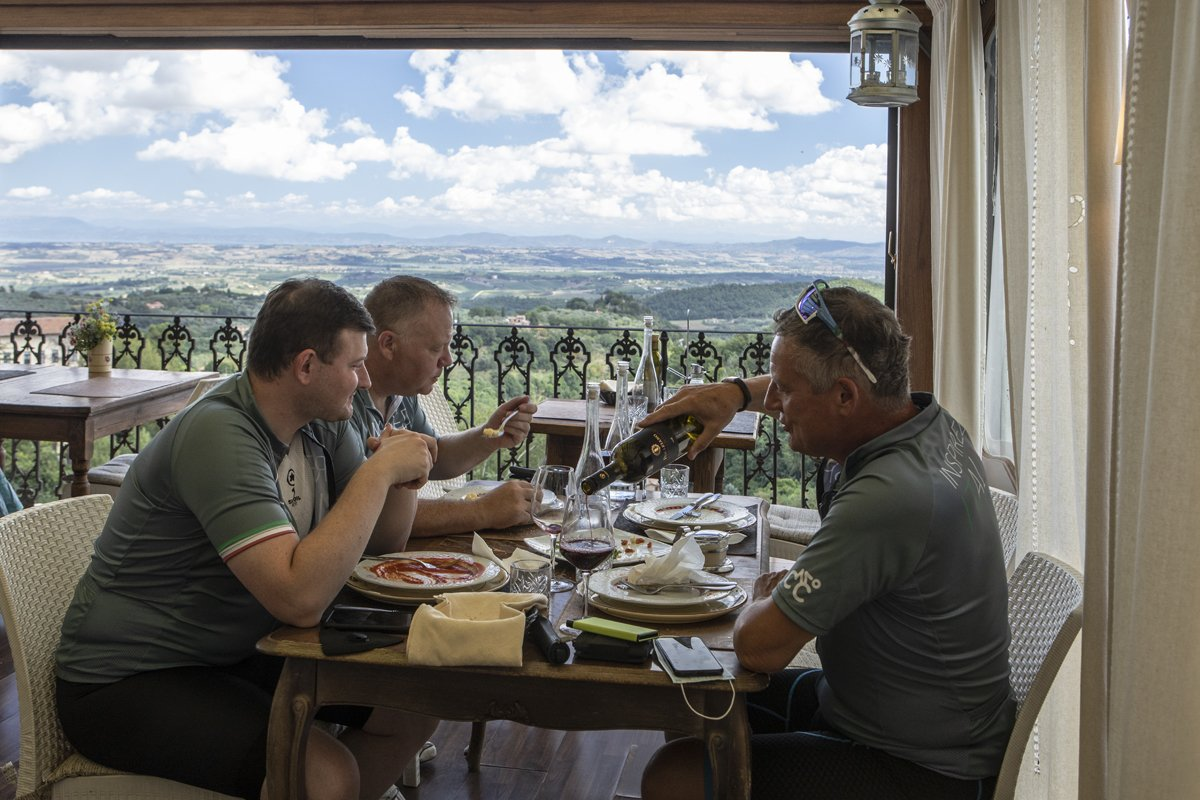 cycling lunches in Tuscany